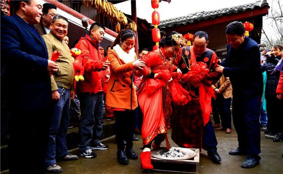 隴南康縣女娶男嫁 成為中國婚嫁習俗的一朵奇葩